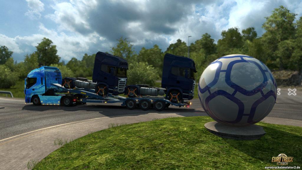 Ein Fußball (?) als Kreisverkehr-Deko...